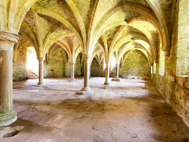 Schulfahrt England: Battle Abbey (Säulenhalle)
